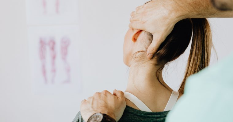 9 Natural Shoulder and Neck Pain Relief Tips You Can Do Without Physio